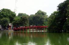 Le pont du soleil levant, sur le lac Lac Hoan Kiem, qui mène au temple Ngoc Son