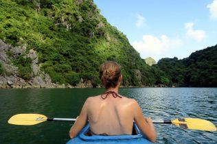 Elise dans le kayak, elle ramait pas beaucoup !