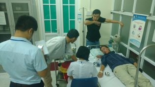 A Ha Giang, pour la visite médicale. On avait l'impression d'être l'attraction du moment...
