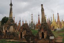 Les pagodes de Indein, de toutes les couleurs