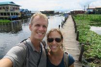 Elise et Julien sur le pont en teak à Maing Thauk