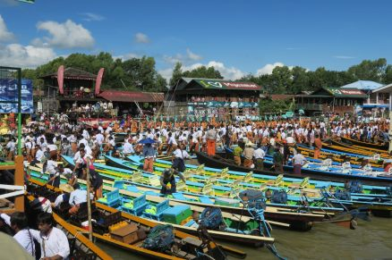 Le monde sur le canal lors du festival