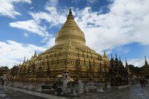 La Shwezigon pagoda, imposante et toute dorée