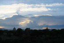 Ciel de fin de journée à Bagan