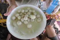hsi-htamin, riz gluant au safran et à la noix de coco râpée