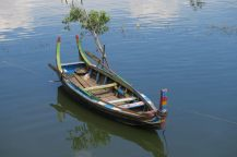 Barque sur le lac Taungthaman