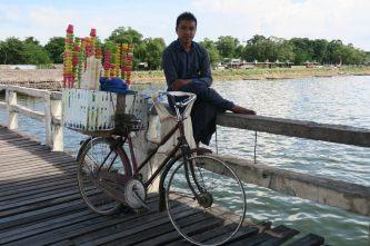 Vendeur de glace sur le pont U-Bein