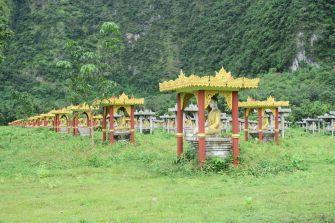 Les milliers de Buddha à Lumbini garden
