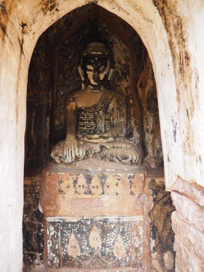 Une icone de Buddha à l'intérieur d'une pagode d'Indein