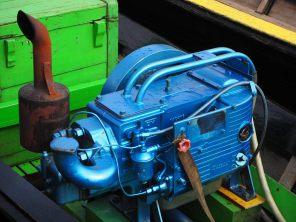 Un moteur de pirogue