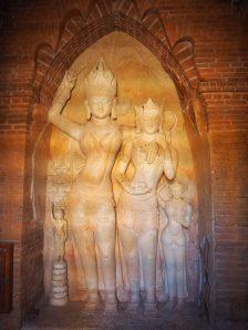 Statues hindoues (dans le seul temple hindou de la plaine)