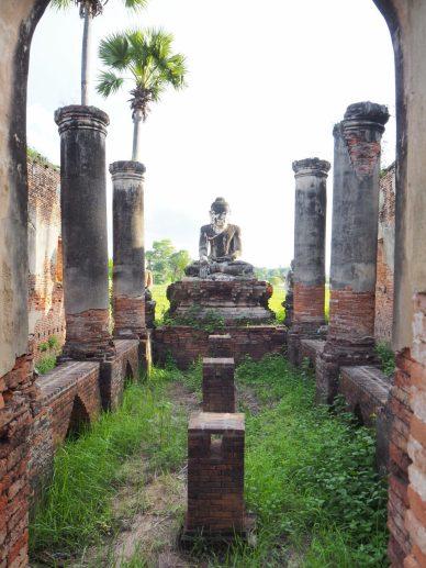 Un temple en ruine à Inwa