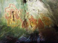 Détail des sculptures à l'intérieur d'une grotte