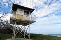 """Un poste """"lifeguard"""" sur la côte"""
