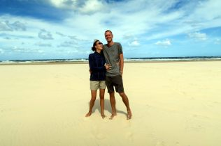Ju & Li sur la plage de Fraser Island