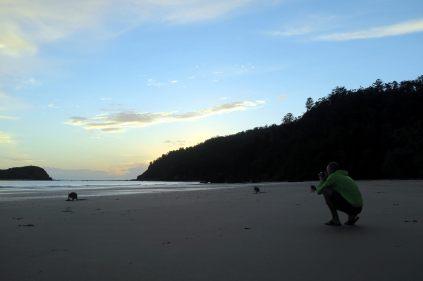 Julien au petit matin en train de photographier les Kangourous