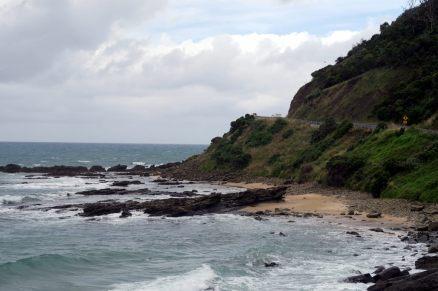 La route longe littéralement le littoral sur la Great Ocean Road