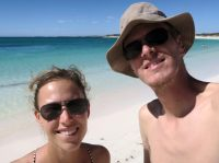 Elise et Julien prennent un bain... de soleil !