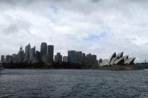 Vue sur l'opéra et la skyline depuis le port