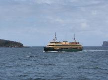 """Un des """"bateau bus"""" qui arpentent le port"""