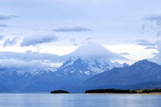 Le Mont Cook recouvert d'un chapeau de nuage