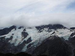 Les Montagnes dans les nuages