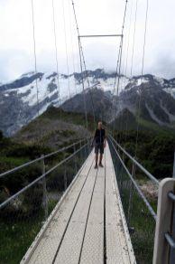Julien sur un pont suspendu