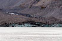 La face du glacier. On peut voir que le glacier est recouvert de poussière de roche !