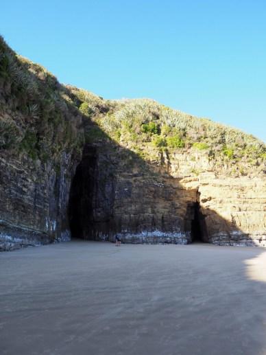 Entrée de deux grottes