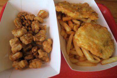 Fish and Chips à Albany... On a testé le requin ! Un peu sec. Et globalement le repas n'était pas dingue...