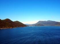 Dans les Fjords de Marlborough Sounds, en toute vers l'île du Nord