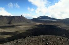 La vue depuis le Red Crater sur le Central Crater (Tongariro Alpine Crossing)