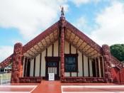 """Dans le village Maori de Ohinemutu, la """"maison commune"""" de la communauté"""