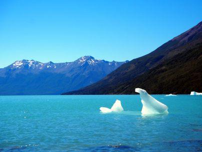 "Un ""petit"" iceberg sur le canal de Los Tempanos"