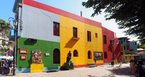 Panorama des façades colorées de la Boca, Buenos Aires