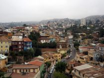 Les collines de Valparaiso, sous les nuages