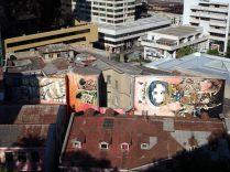Vue sur une gigantesque fresque depuis le cerro Concepcion. Les immeubles aussi sont classés à l'Unesco...