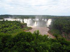 Premières vues sur les chutes argentines depuis le côté brésilien