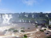 Le ponton traversant les chutes et allant jusqu'à la gorge du diable (coté Brésilien)