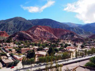 Purmamarca et la montagne aux 7 couleurs