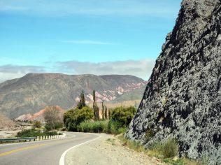 Les paysages sur la route depuis le Salinas Grande vers Purmamarca
