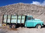 A la frontière, un vieux camion