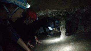 """Séquence """"à genoux"""" à l'intérieur de la caverne d'Umajalanta (Parc de Toro Toro)"""