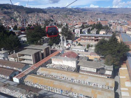 """Vue aérienne des """"blocs"""" d'un cimetierre à La Paz"""