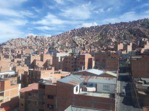 Vue sur les maisons adossées à la colline de El Alto, La Paz