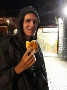 Sous la pluie... On se remonte le moral avec des pains au chocolat !