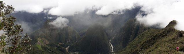 Panorama sur le site du Machu Picchu et la vallée du Rio Urubamba