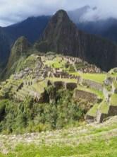 Vue depuis la partie agricole sur la partie urbaine du site du Machu Picchu