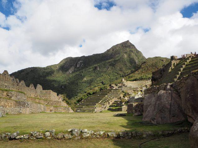 Vue sur la Montana Machu Picchu (depuis la zone urbaine)