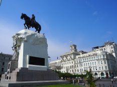 Place San Martin (avec la statue du Général San Martin), Lima